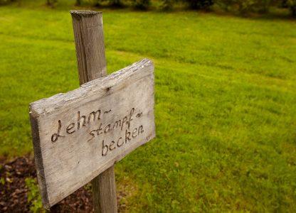 Laufschule Schritt für Schritt Lehmstampfbecken